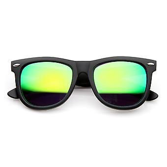القرن المتضخم انعقدت النظارات الشمسية مع المسامير المعدنية