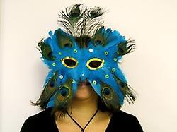 Maschera di piume blu con gli occhi di paillettes con pennacchio di piume di struzzo (1)