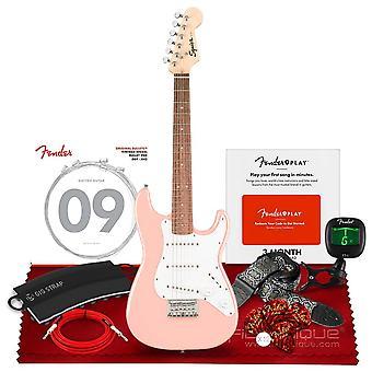Squier av fender mini stratocaster elgitarr, laurel fingerboard, skalrosa med clip-on tuner, fender california instrumentkablar, ps77447