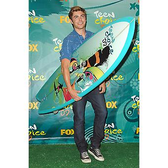 Zac Efron In The Press Room For Teen Choice Awards - Press Room Gibson Amphitheatre At Universal Citywalk Los Angeles Ca August 9 2009 Photo By Dee CerconeEverett Collection Celebrity