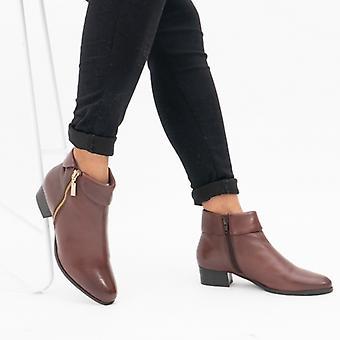 لوتس ماجي السيدات الجلود الكاحل أحذية تان