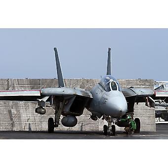 北のアラビア湾 2005 年 10 月 17 日 - USS セオドア ・ ルーズベルト操作不朽の自由ポスター印刷をサポートするための飛行甲板上発射位置に vf-31 トムキャッターズの F-14D トムキャット