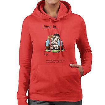 Love ønsker mange ting, men kun behøver hinanden Kvinder 's Hooded Sweatshirt