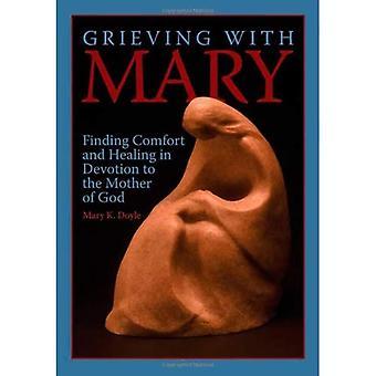 Sørgende med Mary: finne trøst og helbredelse i hengivenhet til Guds mor