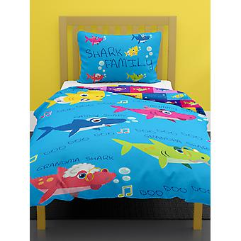 Shark Family 4 in 1 junior beddengoed bundel (dekbed, kussen en covers)