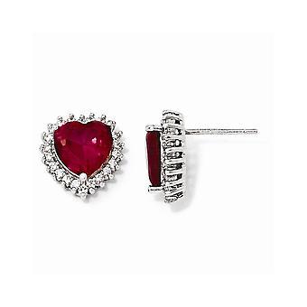 925 Sterling Silver Faceted Love Heart 100 aspekt Syntetisk Ruby CZ Cubic Zirconia Simulerade Diamond Post Örhängen Measur