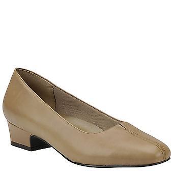 Trotters Womens Doris Closed Toe Loafers
