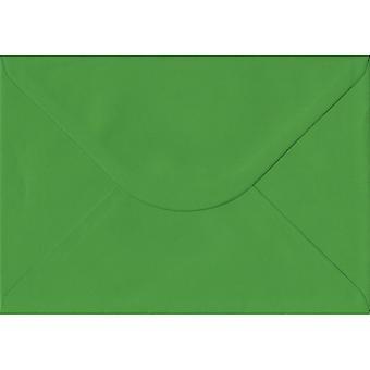 الأخضر السرخس الشمعي C5/A5 مغلفات خضراء اللون. 100gsm ورقة مجلس رعاية الغابات المستدامة. 162 مم × 229 مم. بانكر نمط المغلف.