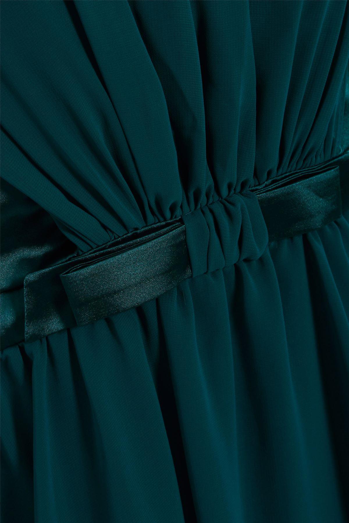 اللباس القوس مش خضراء