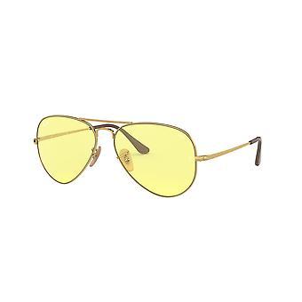 Ray-Ban RB3689 001/T4 Guld/Ljusgul Fotokrom solglasögon