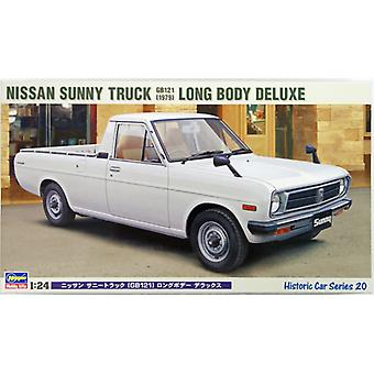 Nissan Sunny Truck Long Bed Deluxe (1971) Plastic Model Car Kit