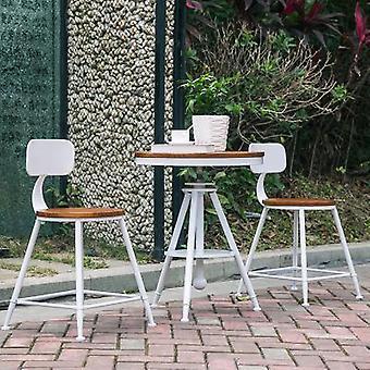 שולחן קטן ומקבע כיסאות