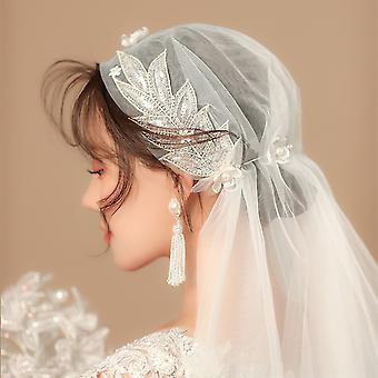 Voile nuptial de mariage de dentelle de femmes et d'apos