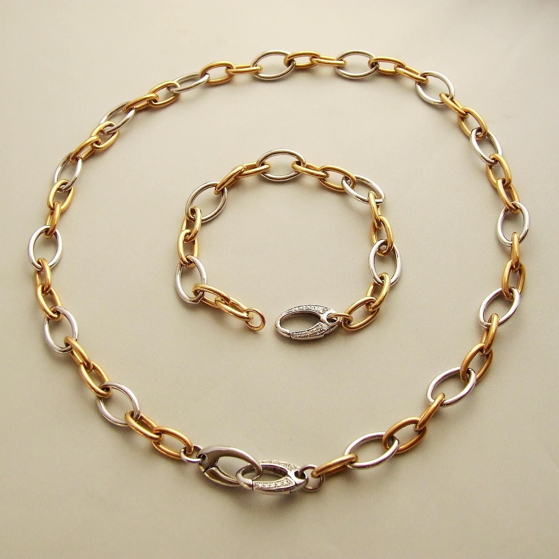 Gouden collier en armband met briljanten