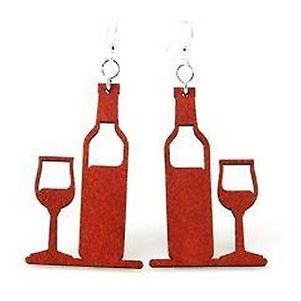 Wijnfles en glazen oorbellen