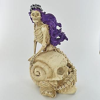 Esqueleto de sirena en la estatuilla de la concha del cráneo