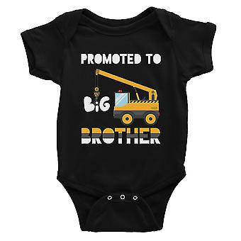 Forfremmet til Big Brother baby meddelelse baby bodysuit gave sort
