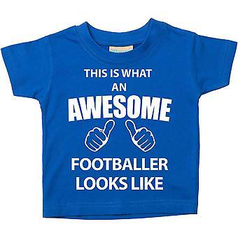 これは何の素晴らしいサッカー選手に見えるようなブルー t シャツです。