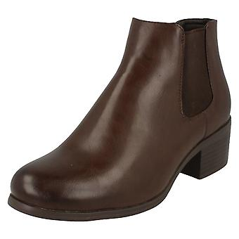 Ladies Down To Earth Low Heel Ankle Boots F50600