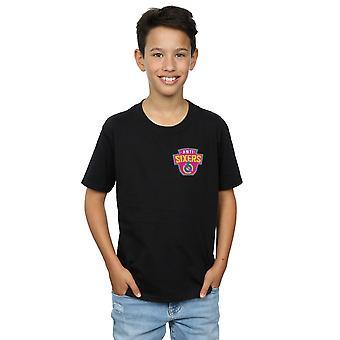 Bereit, einen jungen Spieler Anti-Sixers Brust Logo T-Shirt