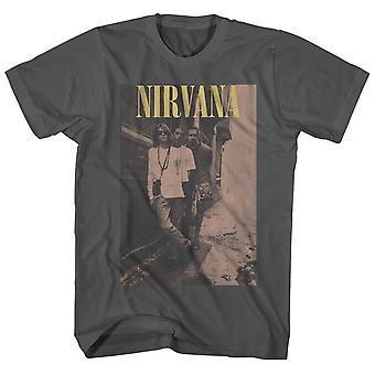 Nirvana T Shirt an der Wand Pose Vintage Nirvana T-Shirt