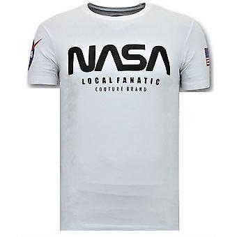 طباعة تي شيرت -- ناسا قميص العلم الأمريكي -- أبيض