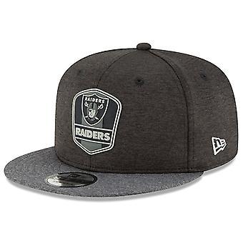 New Era Snapback Cap - Black Sideline Oakland Raiders