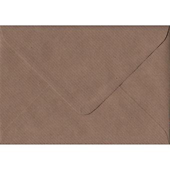 Brown geribbeld gegomd C6/A6 bruin gekleurde enveloppen. 100gsm FSC duurzaam papier. 114 mm x 162 mm. bankier stijl envelop.