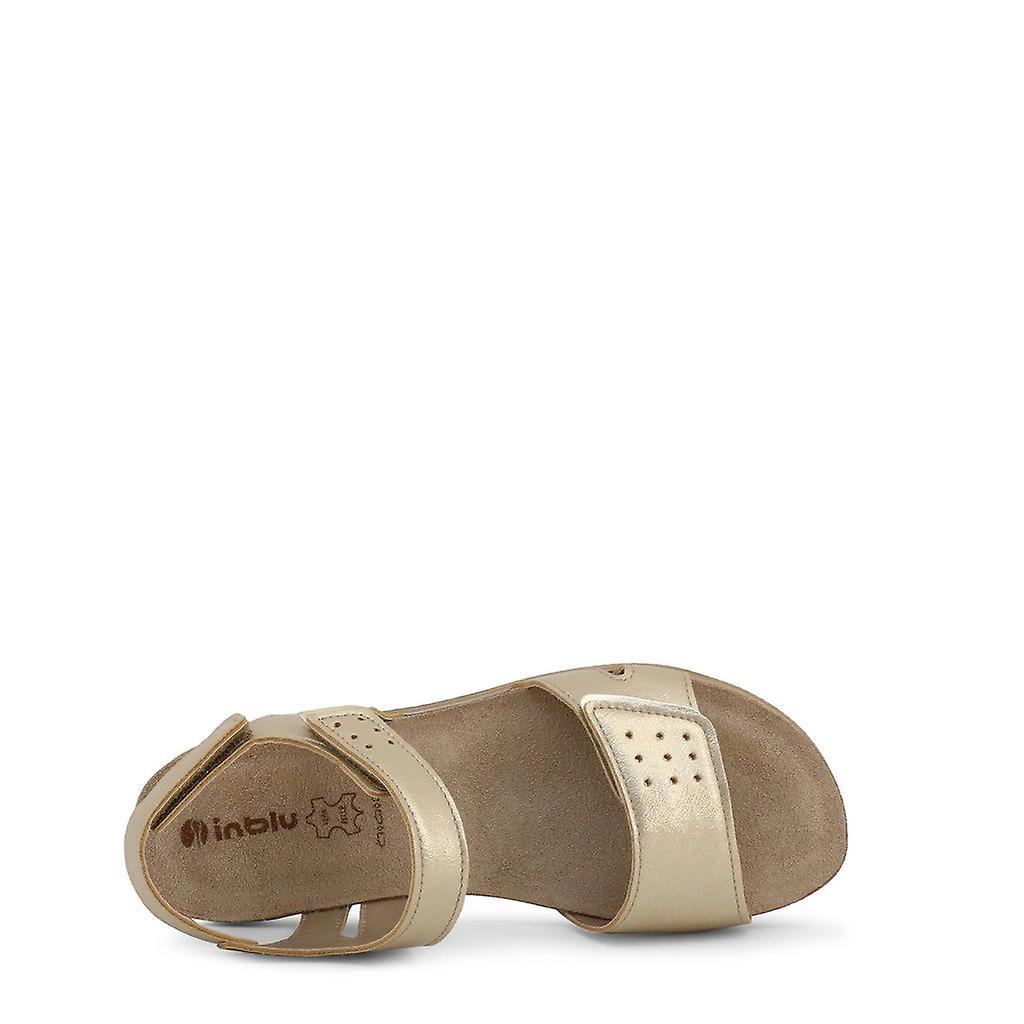 Woman inblu shoes i03735