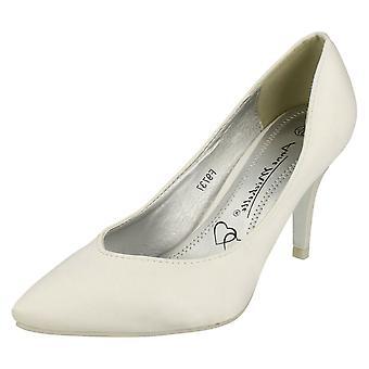 Ladies Anne Michelle Wedding Court Shoe F9756