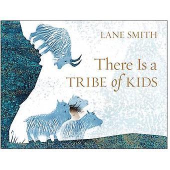 יש שבט של ילדים (השוק הראשי Ed.) מאת ליין סמית-9781509812