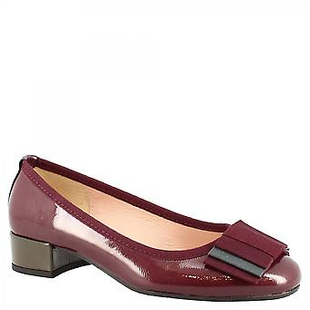 Leonardo Shoes Women's handmade low heels pumps shoes in burgundy laminated leather with bow