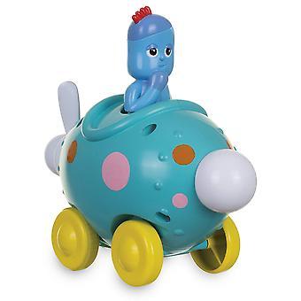 Dans le jardin de nuit Iggle Piggle Pinky Ponk presse aller véhicule