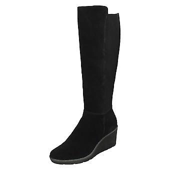 Tacón de cuña de las señoras Clarks botas hasta la rodilla Hazen Madison