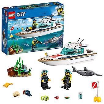 Lego 60221 Stadt große Fahrzeuge Tauchen Yacht Boot Spielzeug mit Taucher Minifiguren, Meerestiere und Schwert