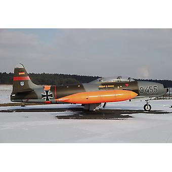 ドイツ空軍の T-33 シューティング スター トレーナー航空機ティム ZiegenthalerStocktrek 画像によるポスター印刷