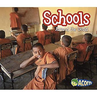 Scholen over de hele wereld (over de hele wereld (Heinemann Library))