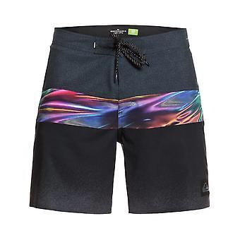 Quiksilver Highline Hold Down 18 shorts de comprimento médio em preto