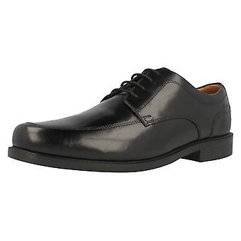 メンズ クラークス ワイド フィットの靴のビーストン エプロン