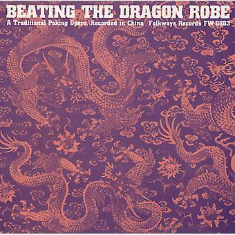 ドラゴンのローブを打つこと: A 伝統的な北京オペラ - ドラゴンのローブを破って: A 伝統的な北京オペラ [CD] USA 輸入