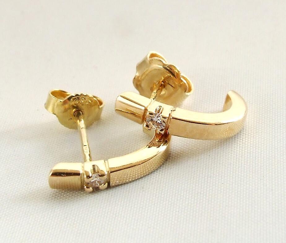 Yellow gold earrings with diamond