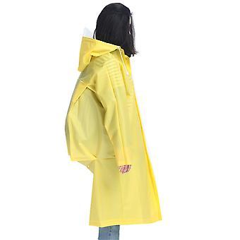 معطف المطر الكبار على ظهره ممددة الحواف