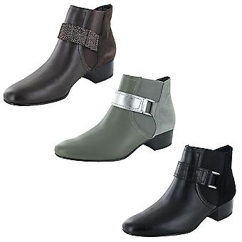 LOGO By Lori Goldstein Womens Sharon Ankle Boot Shoes
