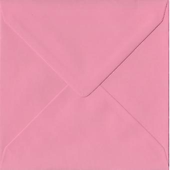 Engomado rosa pastel de 155mm cuadrados sobres color rosa. 100gsm papel sostenible de FSC. 155 mm x 155 mm. banquero estilo envolvente.