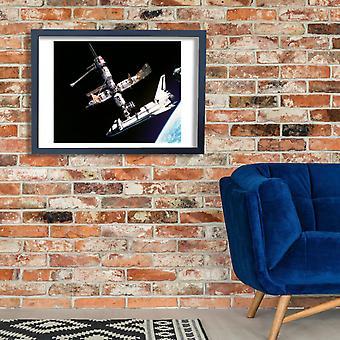NASA - Atlantis ancorada Poster Print Giclée
