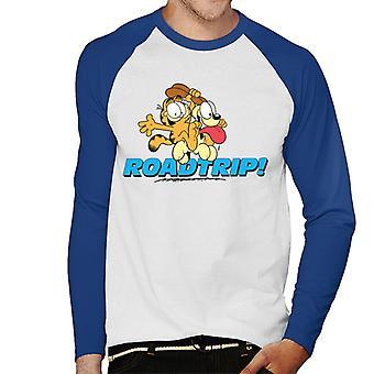 Garfield och Odie på en roadtrip män ' s baseball Långärmad T-shirt