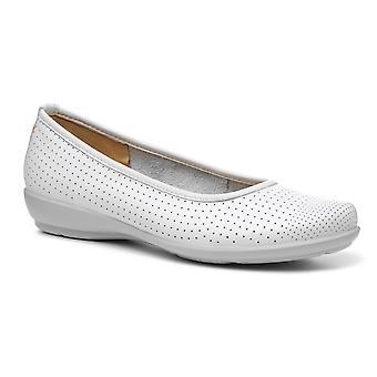 Livvy II de mujer más caliente resbalón en zapatos casuales
