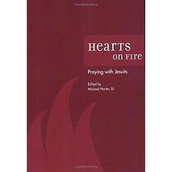 Hearts on Fire - Praying with Jesuits by Michael Harter - 978082942120