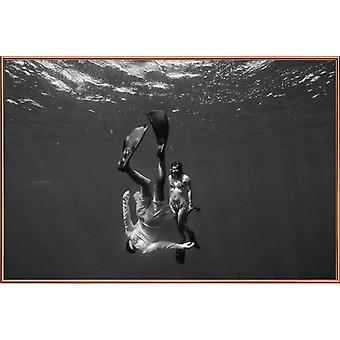 JUNIQE Print - Take The Plunge - Océans, mers & lacs Poster en Noir & Blanc