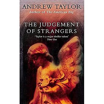 Dom af fremmede (Roth-trilogien)